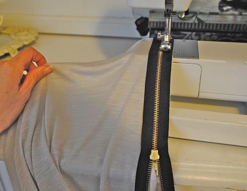 Coser cremallera a la camiseta