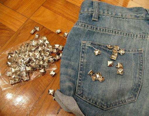 customizar-shorts-con-tachuelas-1