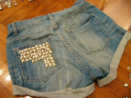 customizar-shorts-con-tachuelas-2