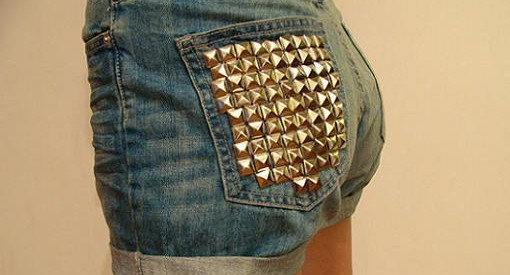 customizar shorts con tachuelas