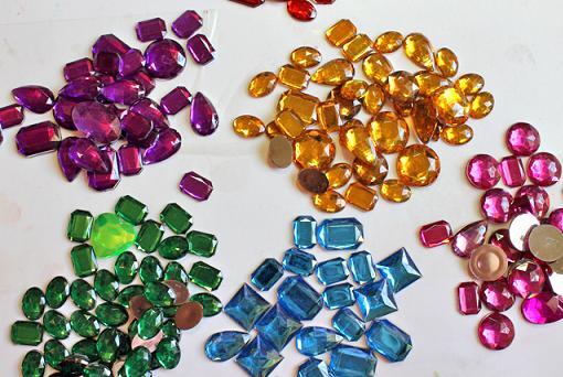 Decorar bolsos de tela ropa diy for Piedras pequenas para decorar
