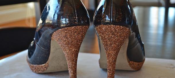 Decorar zapatos con glitter