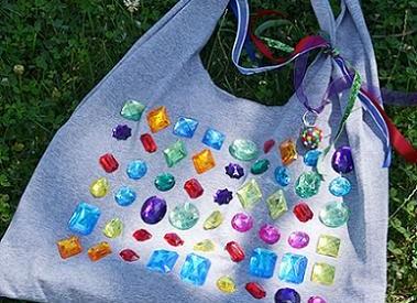 convertir una camiseta en bolso