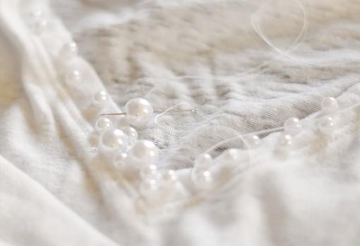 customizar-camisetas-basicas-con-perlas-3