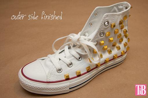 zapatillas-converse-diy-con-tachuelas-2