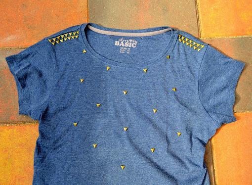 decorar camisetas con tachuelas